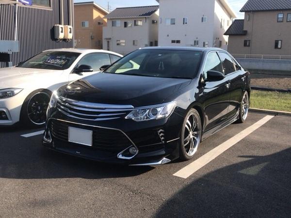 トヨタ カムリハイブリッドにテールランプ交換、車高調整です。岡山市からのお客様です。